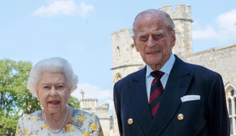 El duque de Edimburgo y la reina Isabel II