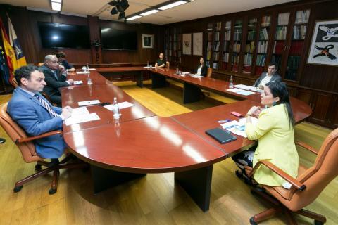 Yaiza Castilla recibe a la nueva junta directiva de Asinca