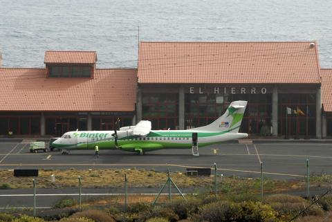 Avión de Binter en Aeropuerto de El Hierro