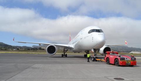 Aterriza en Canarias el Airbus A350 de Iberia