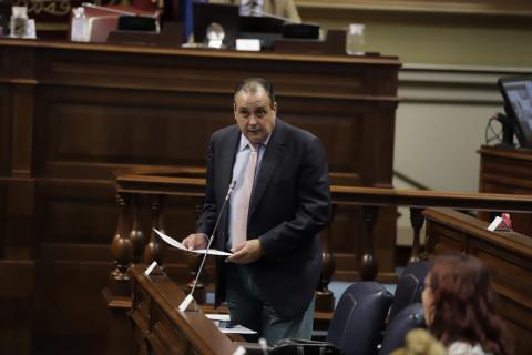 Blas Trujillo en el Parlamento de Canarias