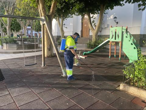 Limpieza de parque infantil en Valleseco. Gran Canaria