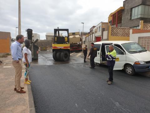 Trabajos de asfaltado en Playa del Hombre, Telde. Gran Canaria