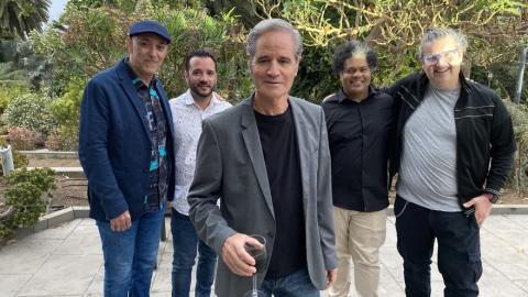 Luis Morera con los músicos de su nuevo disco