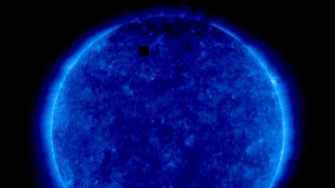 Cubo negro en la imagen del Sol