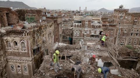 edificio dañado por lluvias en la ciudad de Saná, Yemen