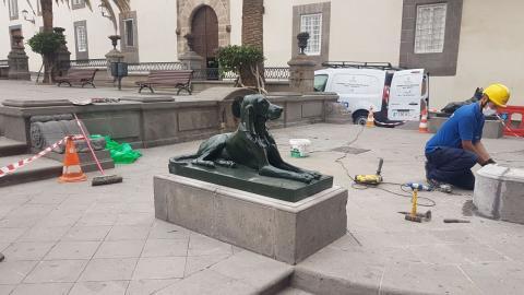 Rehabilitación esculturas de los perros de la plaza Santa Ana. Las Palmas de Gran Canaria