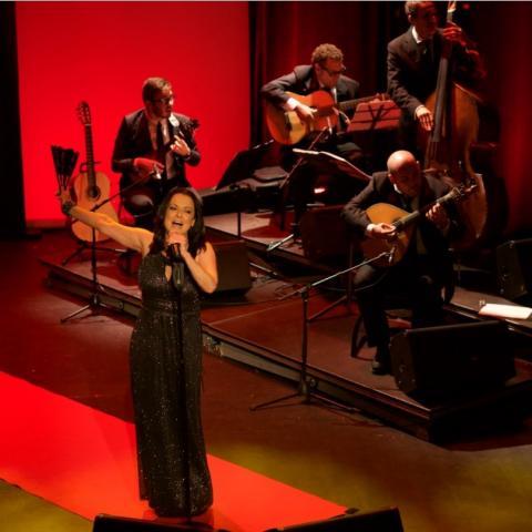 Olga Cerpa y Mestisay regresan al Teatro Leal tras seis meses sin actuar en vivo