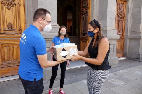 Entrega de 2.000 mascarillas al Centro Municipal de Acogida. Santa Cruz de Tenerife