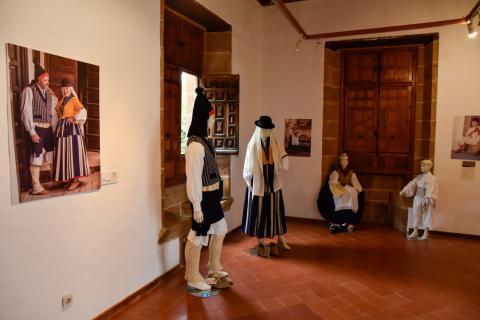 """Exposición """"Vestimenta tradicional de Gran Canaria a través de sus municipios"""" Teror. Gran Canaria"""