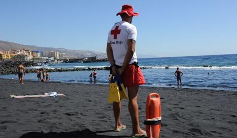 Servicio de Cruz Roja en playas de Canarias