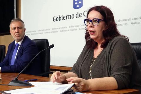 Ángel Víctor Torres y Manuela de Armas. Canarias