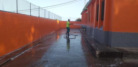 Gáldar intensifica la limpieza y desinfección de los centros educativos