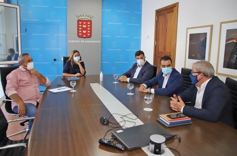 Reunión del Cabildo de Lanzarote con responsables de ATA Canarias