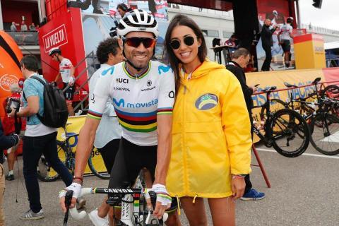 Alejandro Valverde con promotora de Plátano de Canarias