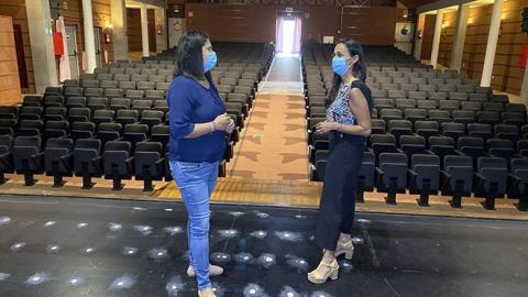Esther Hernández y Nélida Padilla en el Auditorio de Gran Tarajal, Tuineje. Fuerteventura