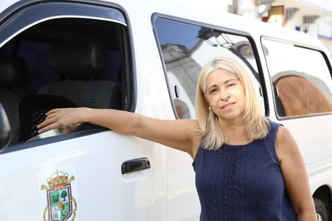 Lidia, primera mujer taxista de Valleseco
