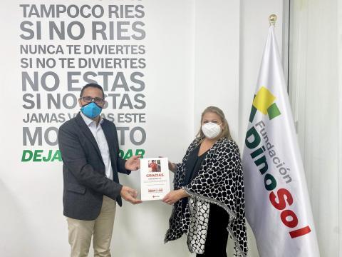Isaac Díaz, presidente Cruz Roja Las Palmas y Davinia Domínguez, presidenta Fundación DinoSol