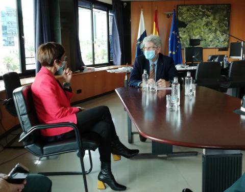 Reunión de Julio Pérez con la directora de la Guardia Civil, María Gámez