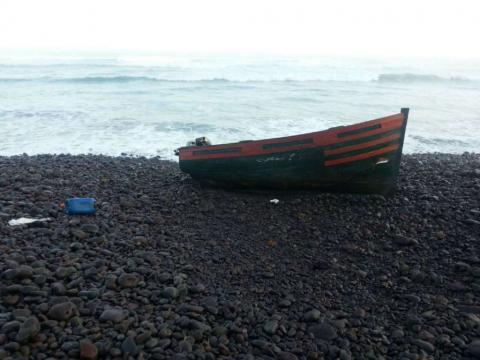 Patera en la playa