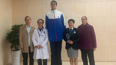 Ren Keyu busca lograr un récord Guinness por su estatura