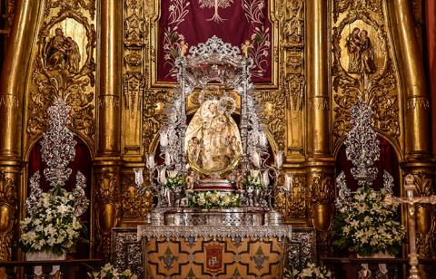La imagen de la Virgen del Pino subió a su Camarín