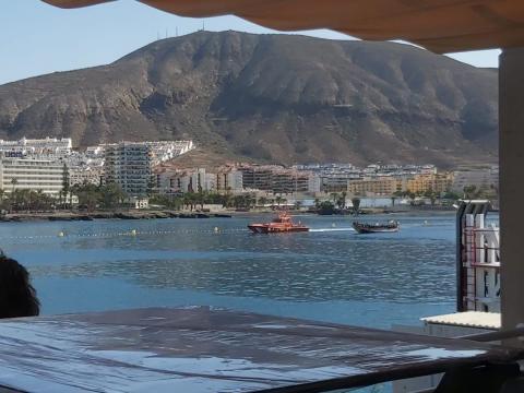 Cayuco en Los Cristianos/ CanariasNoticias.es