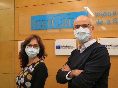 Dra. Mari Carmen Puertas Castro y Dr. Javier Martínez-Picado, investigadores ICREA en IrsiCaixa, responsables del estudio SARS-CoV-2 en organoides diseñados en el laboratorio