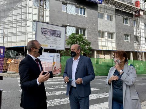 Augusto Hidalgo, Anselmo Pestana y Mercedes Sanz visitan las viviendas en Las Palmas de Gran Canaria