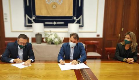 Firma del convenio entre Ayuntamiento de Santa Cruz de Tenerife y Fundación Cajasiete