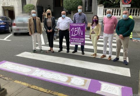 Pasos de peatones con lemas contra la violencia machista en Santa Brígida / CanariasNoticias.es
