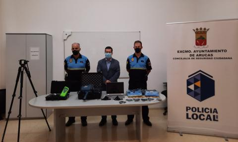 Arucas dota a la Policía Local con un etilómetro y un cinemómetro láser / CanariasNoticias.es