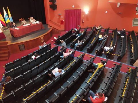 Pleno del Ayuntamiento de Guía en el Teatro Hespérides / CanariasNoticias.es