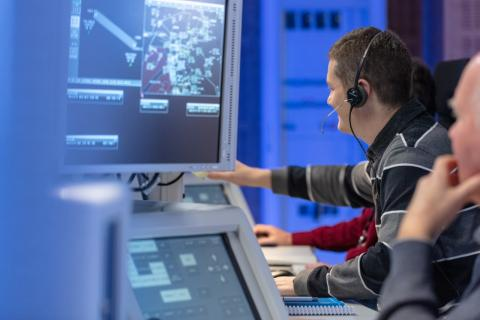 Controladores aéreos en un Centro de Control de ENAIRE