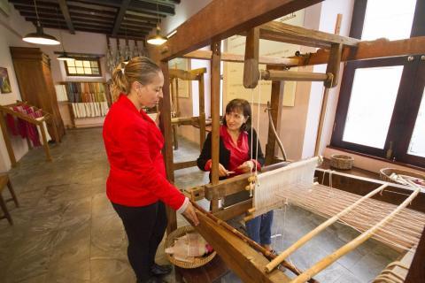 El Cabildo de La Palma respalda al Museo de la Seda de El Paso y la labor que desarrollan Las Hilanderas/ canariasnoticias.es