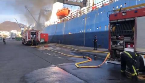 Incendio pesquero ruso en el puerto de Las Palmas/ canariasnoticias.es