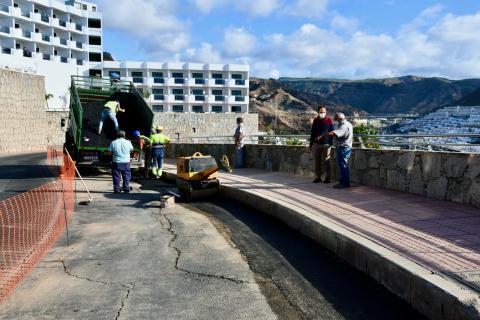 Mogán repara deficiencias de la red de saneamiento en Puerto Rico y Playa de Mogán/ CanariasNoticias.es