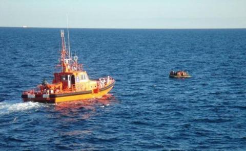 Rescate de patera en alta mar/ CanariasNoticias.es