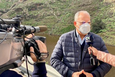 Casimiro Curbelo visita la presa de Chejelipes / CanariasNoticias.es