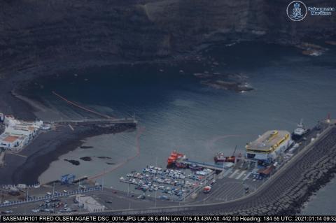 Vertido de gasoil en el puerto de Agaete / CanariasNoticias.es