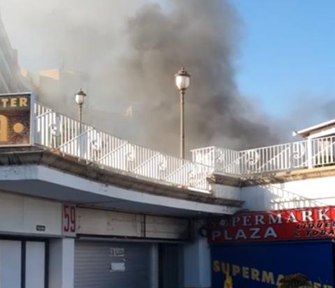 Incendio en el Centro Comercial Plaza en Playa del Inglés/ canariasnoticias