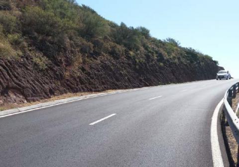 Carretera entre Paredes, Alajeró y el aeropuerto de La Gomera/ canariasnoticias.es