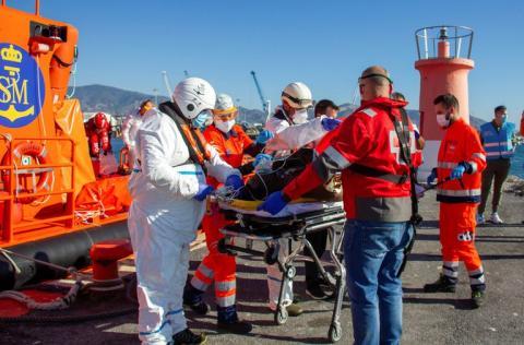 Rescate inmigrante fallecido en patera/ canariasnoticias.es