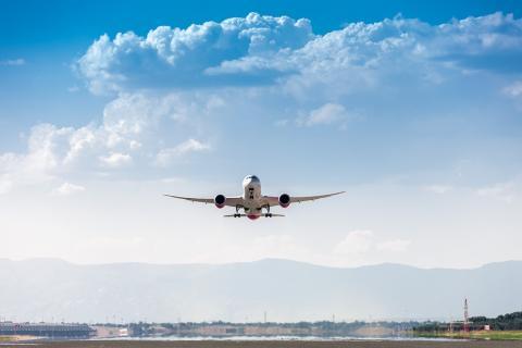 Avión aterrizando/ canariasnoticias.es