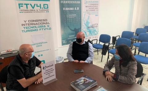 Paloma Hernández y  Juan Bernardo Fuentes en Asofuer / CanariasNoticias.es