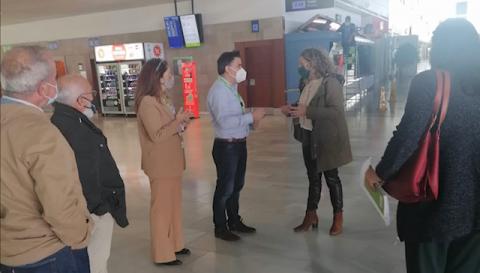 La Consejera, Marlene Figueroa, y el Director del Aeropuerto de Fuerteventura, Antonio García Aparicio/ canariasnoticias