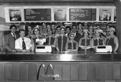 El equipo del primer restaurante McDonald's inaugurado en España en 1981