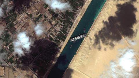 El MV Ever Given encallado en el Canal de Suez