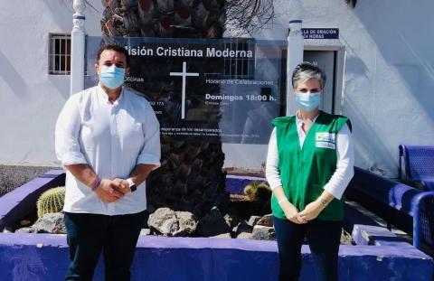 Padre Ángel, responsable de Misión Cristiana Moderna y Virgina Ávila directora de Fundación DinoSol / CanariasNoticias.es
