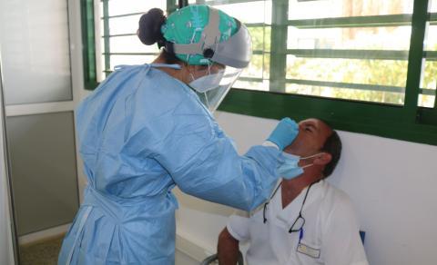 PCR a trabajador sanitario en Canarias / CanariasNoticias.es